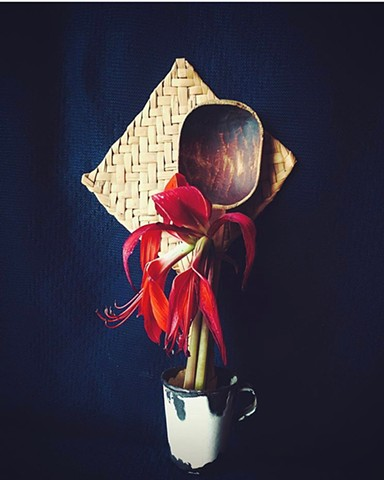 Still Life Series: Aventador, cuchara de palo, flor roja y taza antigua (Hand fan, wooden spoon, red flower and antique cup).