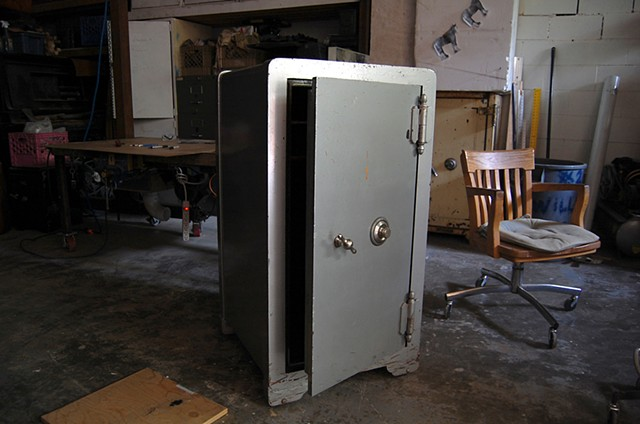 SAFE (work in progress) Original 1940's era safe