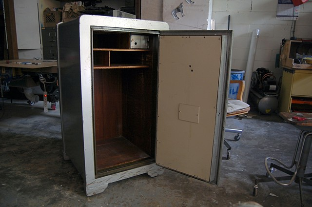 SAFE (work in progress) Original 1940's era safe (interior)
