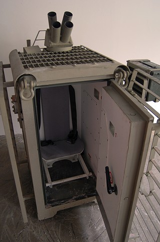 SAFE (detail) Interior, protective seat and foot restraint