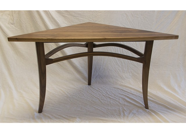 lamp table walnut trianglar