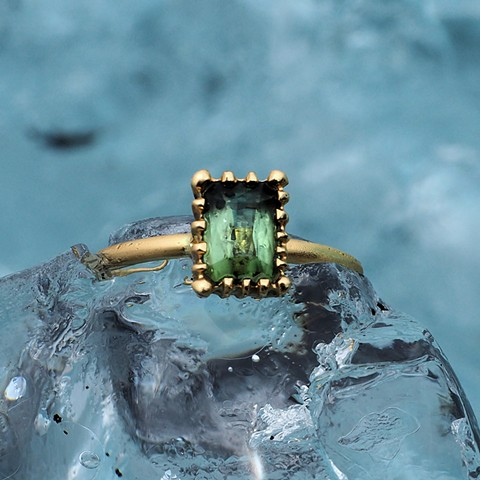 18ky Gold Ring with Green Tourmaline Detail View