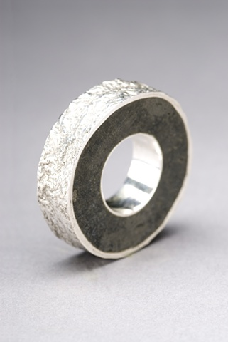 Sterling silver hollow-form ring w/ reticulation and resin inlay.