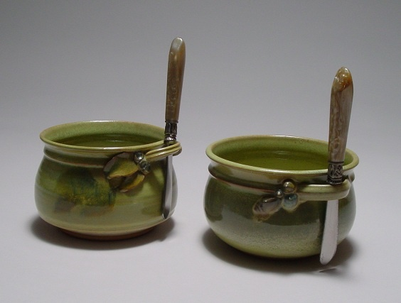Cheese pots with knives