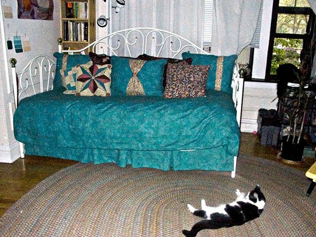 Full view of daybed with pillows