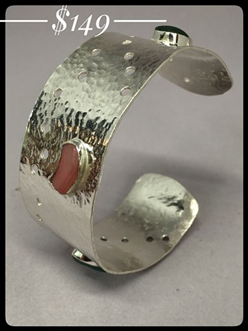 Wide cuff with seaglass