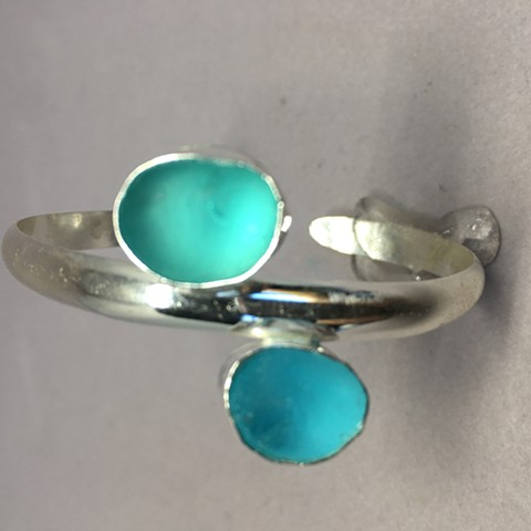Sterling cuff with double pieces of seaglass in light and dark aquas
