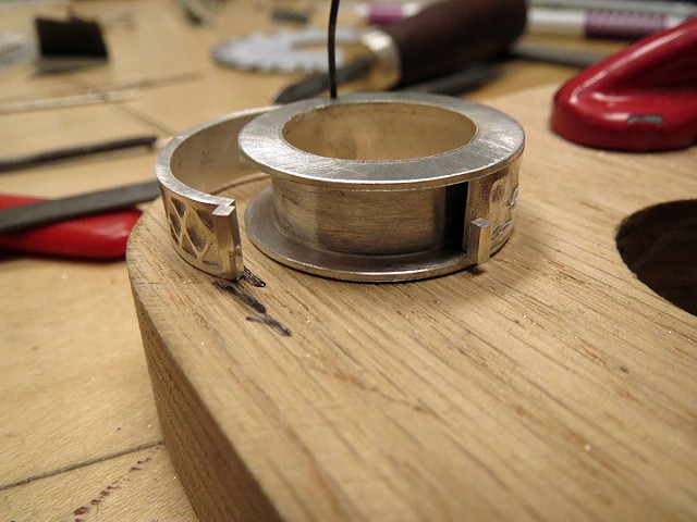 compartment ring