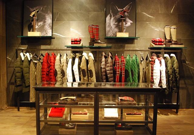 moncler cerca designer visual merchandisers