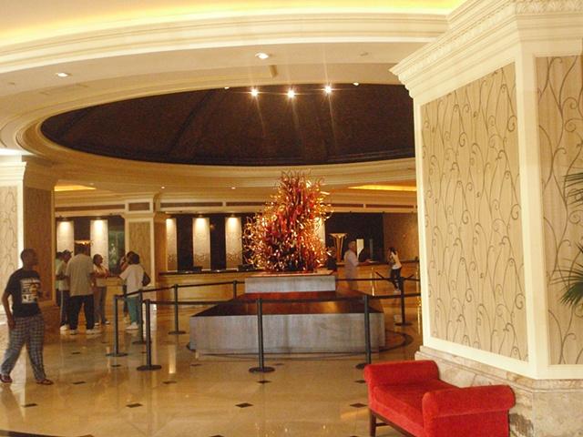Gold Strike Casino and Resort sculpture