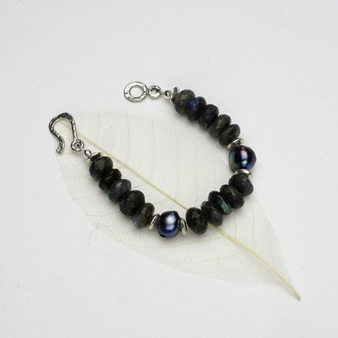 """fabulous faceted 10mm laborodite rondels accented with 2 peacock pearls and silver disc beads, hammered silver hook & eye clasp (7 1/2"""") (#618B)"""