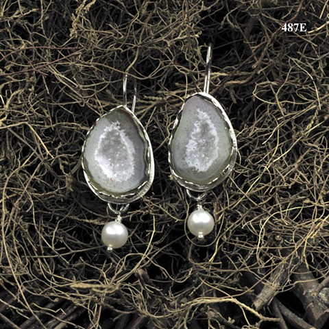 split geode drusy set in silver with pearls on silver ear wires ((#487E)