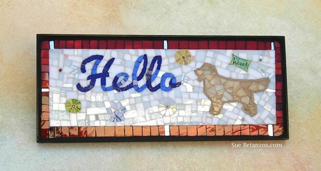 Glass mosaic, glass mosaic sign, Sue Betanzos, pet portrait, dog portrait, glass sign, glass dog mosaic, golden retriever mosaic, dog mosaic, dog portrait, golden retriever art, welcome mosaic sign, dog mosaic sign, sue betanzos mosaic, golden retriever