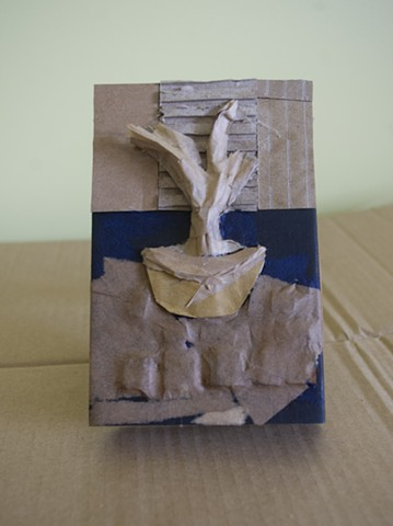 Der Brunnen/The Fountain made of recycled cardboard, paper and tissue papier
