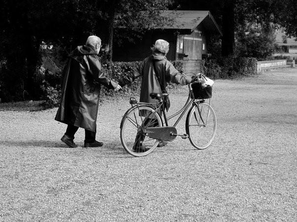Coppia sposata con la bicicletta, Villa Borghese Rome