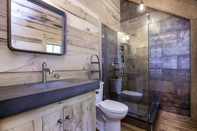 Hoffman Barn Loft Bath Interior - Gary Pearl Photography