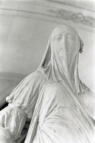 photography, photograph, marble sculpture, drapery, woman with veil, woman with shroud, shroud, veil, white stone, stone statue, mysterious woman, paris france, the louvre, louvre sculpture