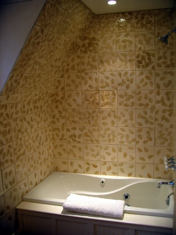 Leaf Bathroom Surround