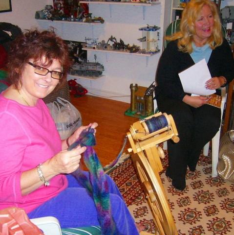 Elizabeth-Anne spinning at Ixchel´s studio