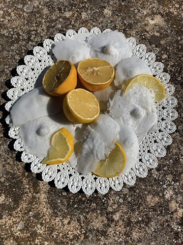 """a ghiacciata di minna"" is a reference to the cold served coconut or oysters, served with lemon on ice. They are sold by 2€/piece"