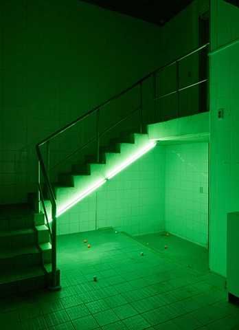 T5 green lights on stair, lost balls
