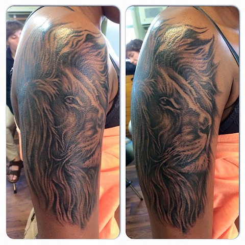 Lion face half sleeve