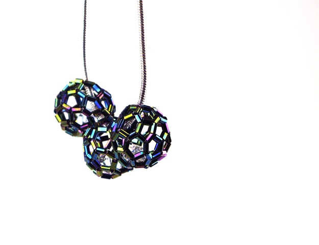 Short necklace with truncated icosahedron structural beads