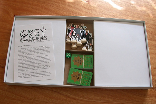 Grey Gardens Board Game (contents)