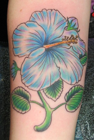 steve anderson, 920 tattoo, tattoos, hibiscus, flower, flower tattoos, tropical flowers, tropical flower tattoos, colorful, bright tattoos, vivid