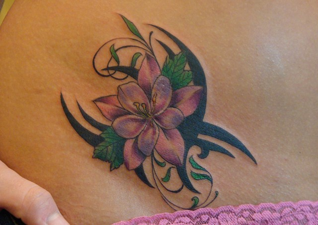 Flower, Tribal, Flowertribal, cute tattoo, 920 Tattoo Company, Steven Anderson, Fox Valley, Tattoo, hip tattoo, Oshkosh, Wisconsin