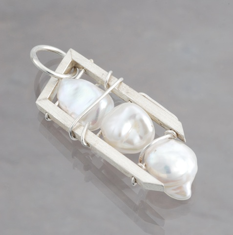 A pendant in sterling silver with three keshi pearls