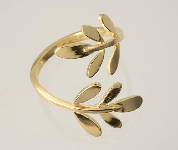 Rue leaf ring in 18k gold