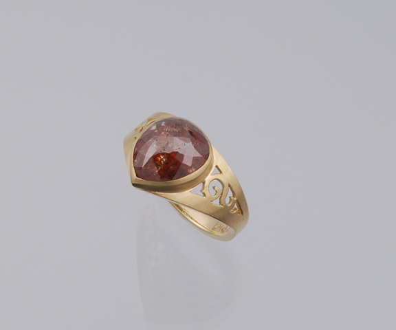 Engagement ring in 18 k yellow gold with rose cut natural brown diamond
