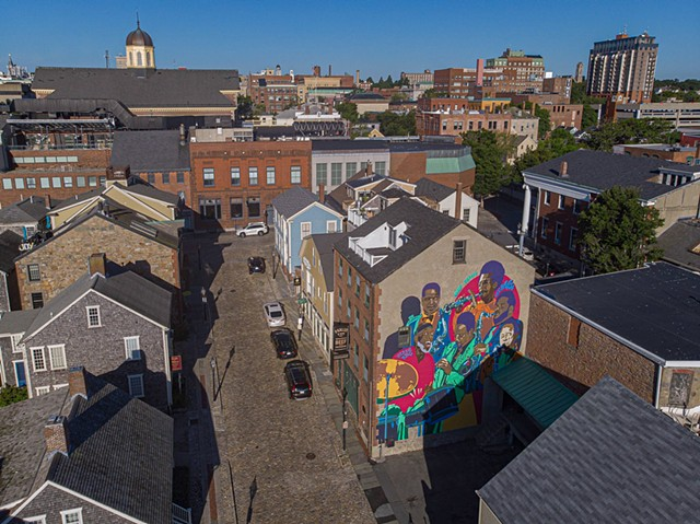 Wide shot of the Jazz Mural (photo taken by John Robson)