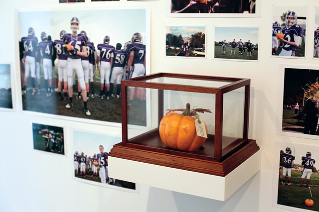 A Pumpkin Football (The Bulldogs) / Una calabaza para futbol