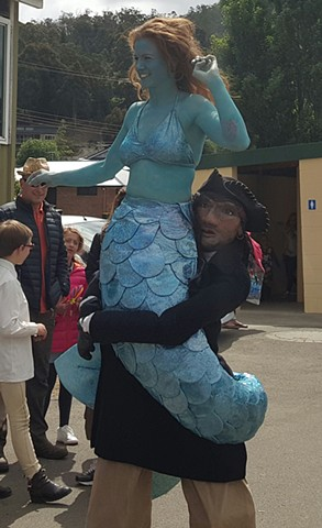 Mermadie, Stilt walkers costume