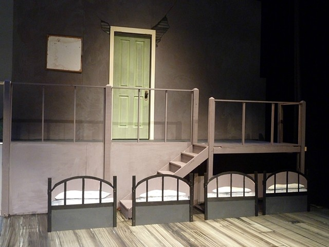 Annie set, 'orphanage'