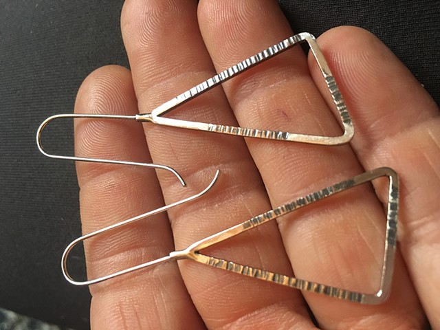 Long triangle earrings made of square wire