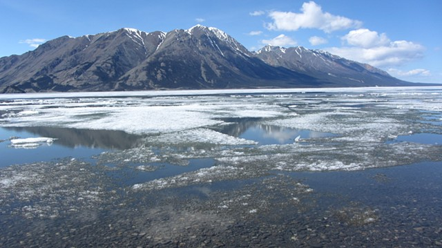 Kluane Lake - ice break & Sheep Mountain