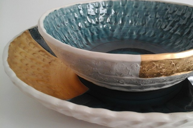 Large Round Tray and Medium Bowl Set, detail