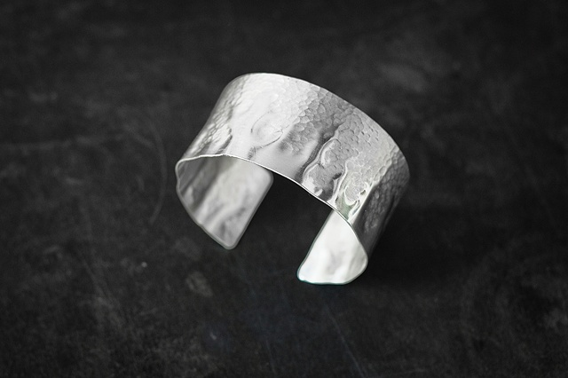 Small half-Hammered Cuff