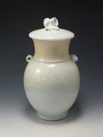 Porcelain Jar with Five Shells