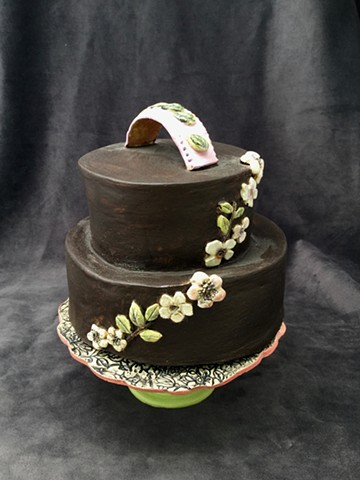 ceramic cake and textured cake stand