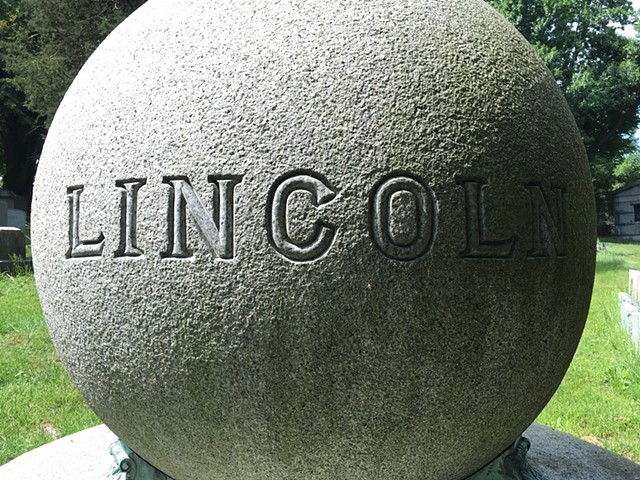 Doug Clouse, A dramatic memorial, Woodlawn Cemetery