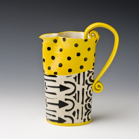 Af tex pitcher, deep yellow and black