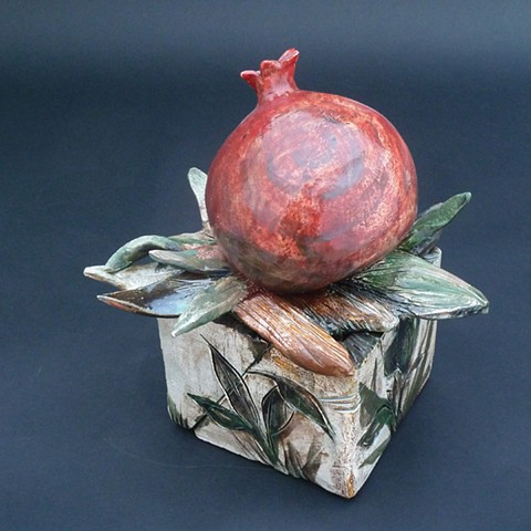 Box with Pomegranate Lid, View 1
