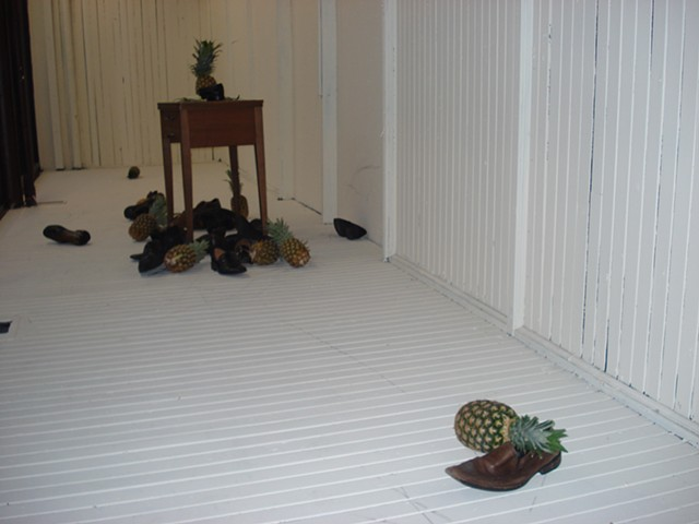 Pineapples, shoes, shoe throwing protests, collonialism, installation, Elcin Marasli