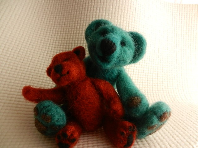 Little felted teddy bears