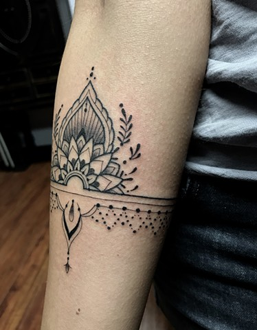 this is a delicate ornamental mandala tattoo inspired by henna done in black and grey by amanda marie female tattoo artist and owner of ace of wands tattoo in san pedro los angeles california in the south bay