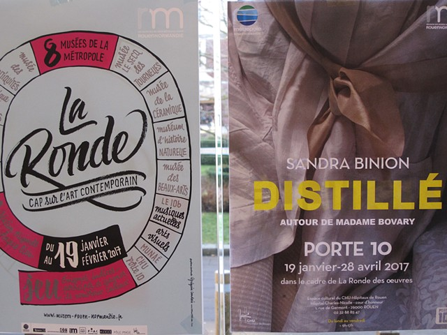 Doors with ads at Porte 10
